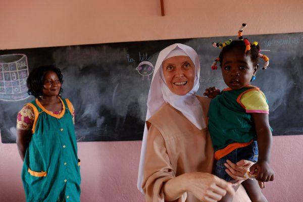 Dożywianie w przedszkolu w Dimako (86/KARML)