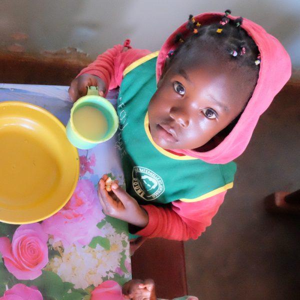 Pomoc głodującym - program dożywiania dzieci z Rwandy i Ugandy 01
