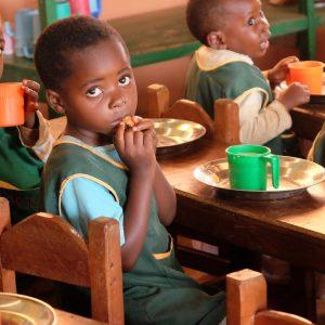 Dożywianie dzieci w przedszkolu w Essiengbot (44/OPATR)