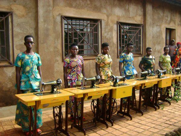 Misyjna szkoła i pracownia krawiecka w Buraniro potrzebuje wsparcia (172/DUCHA)
