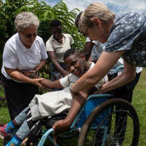 Siostry od Aniołów proszą o pomoc dla niepełnosprawnych z Nyakinama (130/ANIOL)