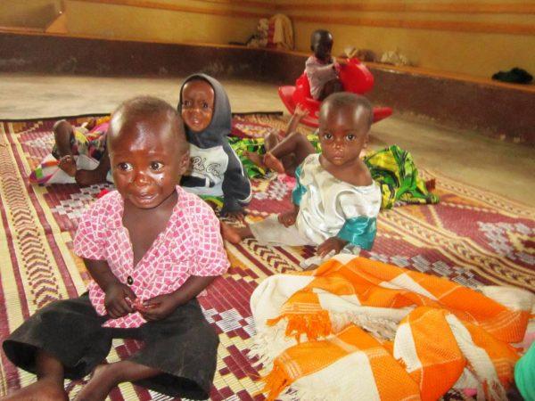 Fundusz dożywiania dożywianie w Afryce głodujących dzieci 2