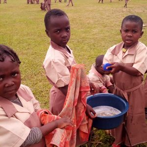 Mleko w szkole Ruch Maitri Adopcja Serca Pomoc Afryce Abong-Mbang 01