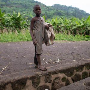 ubranka dla dzieci z biednych rodzin Ruch Maitri Adopcja Serca Pomoc Afryce 01