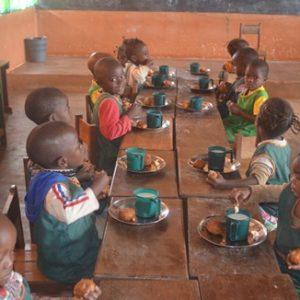 Dożywianie dzieci z Essiengbot Ruch Maitri Adopcja Serca 01