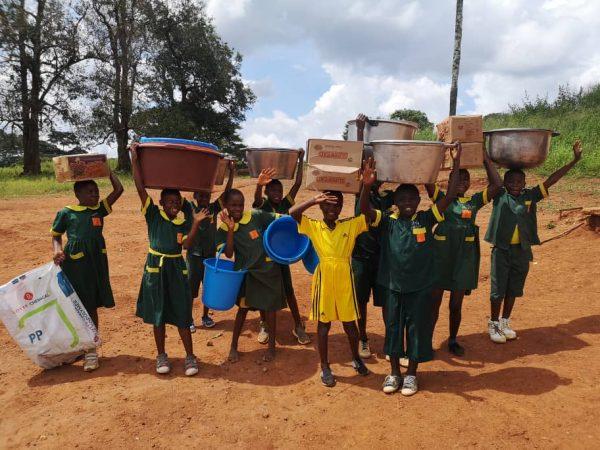 dożywianie dzieci ze szkoły w Koudadeng 01 Ruch Maitri Adopcja Serca