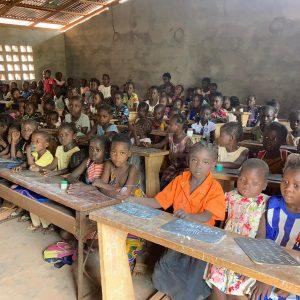 Pomoc dla uczniów z ogarniętej wojną Republiki Środkowoafrykańskiej 01 Ruch Maitri Adopcja Serca