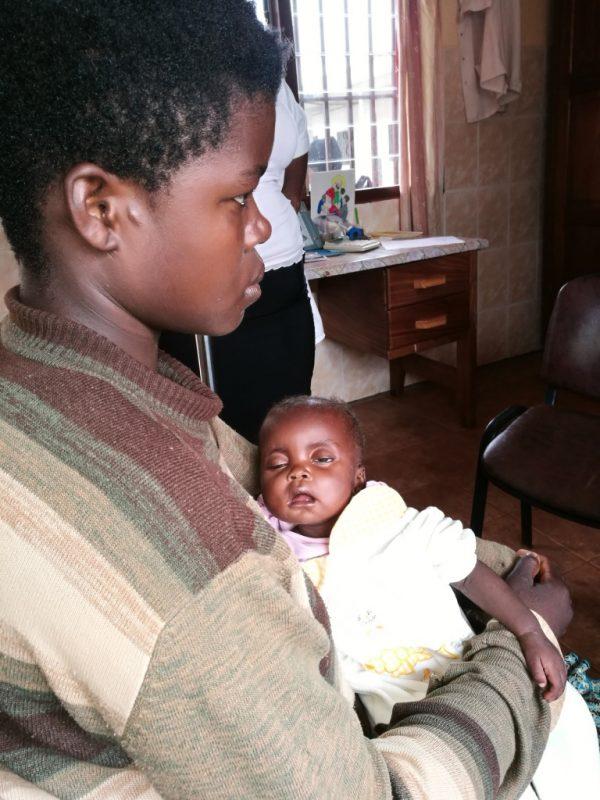 Siostry od Aniołów proszą o pomoc w zakupie leków dla przychodni w Esseng w Kamerunie 01