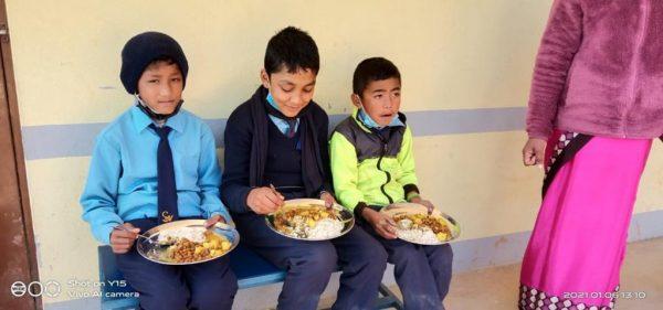 wyposażenie dla kuchni 01 Ruch Maitri Adopcja Serca pomoc ubogim Nepal Karunika