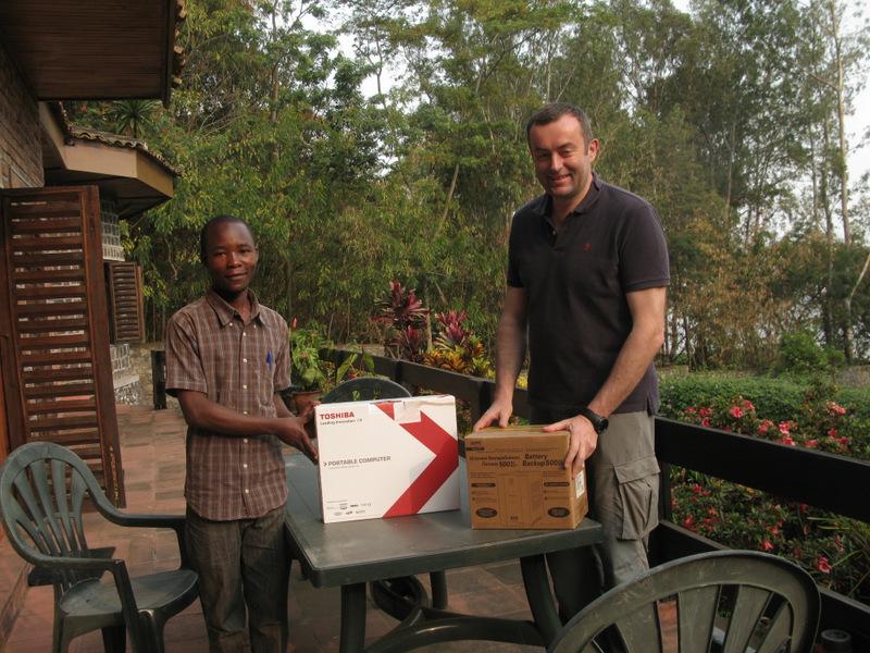 Ombeni z koordynatorem Adopcji Serca Tadeuszem Makulski w 2011 roku w Kongo