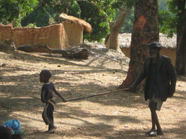 przybory szkolne i mundurki dla uczniów z rodzin niewidomych 01 Ruch Maitri Adopcja Serca pomoc Afryce