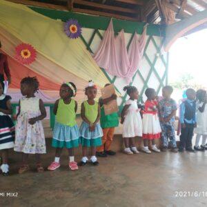 Święta Bożego Narodzenia i pielgrzymka dla 400 dzieci z Abong-Mbang Ruch Maitri pomoc Afryce Adopcja Serca 02