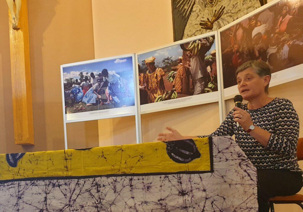 s. Mirosława Leszkowska w czasie swojego wystąpienia opowiadała o Adopcji Serca osób niepełnosprawnych