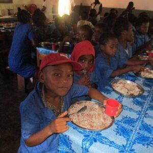 Dofinansowanie obiadów Ruch Maitri Adopcja Serca werbiści Madagaskar pomoc ubogim pomoc humanitarna 01